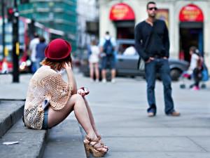 kaip uzkalbinti merginas gatveje