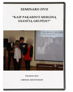 kaip pakabinti mergina is grupes coveris
