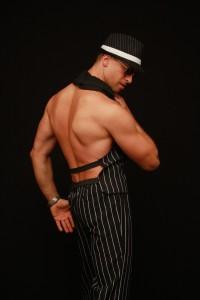 Tapk Airino partneriu ir šok striptizą