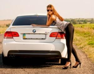 seksuali mergina ir automobilis